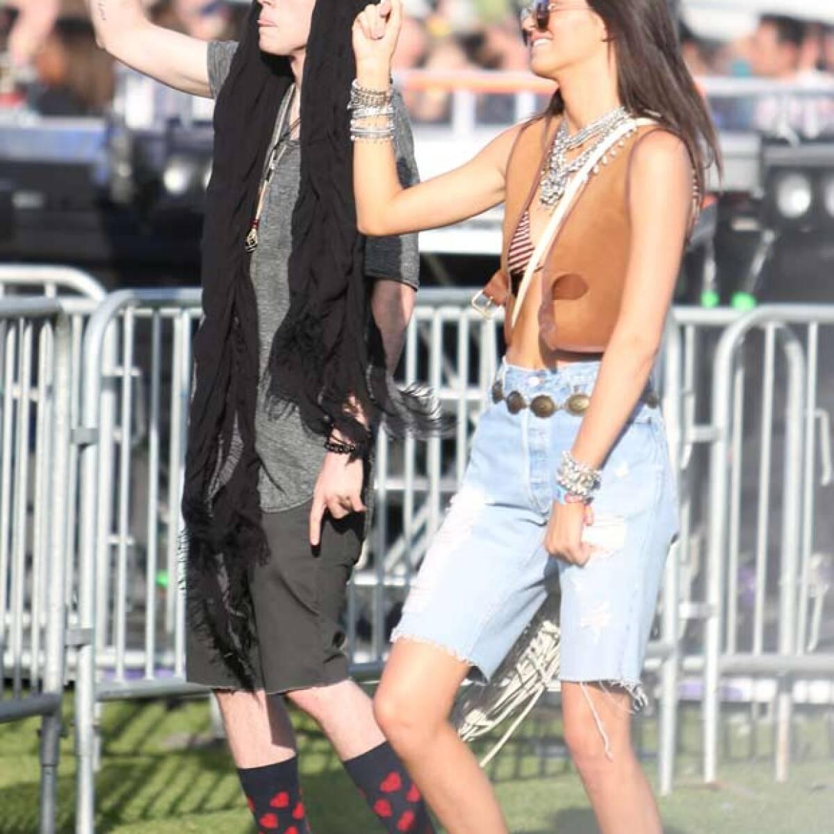 Kendall y Kylie Jenner derrochan sexytud en Coachella