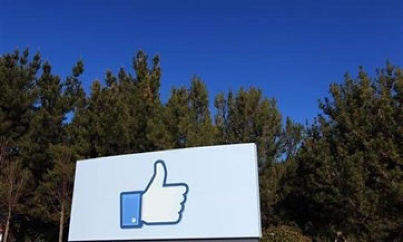 Facebook busca captar la atención e ingresos de las grandes compañías antes de su OPI. (Foto: Reuters)