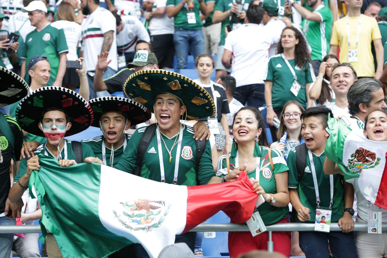 La afición mexicana apoyando a los seleccionados nacionales