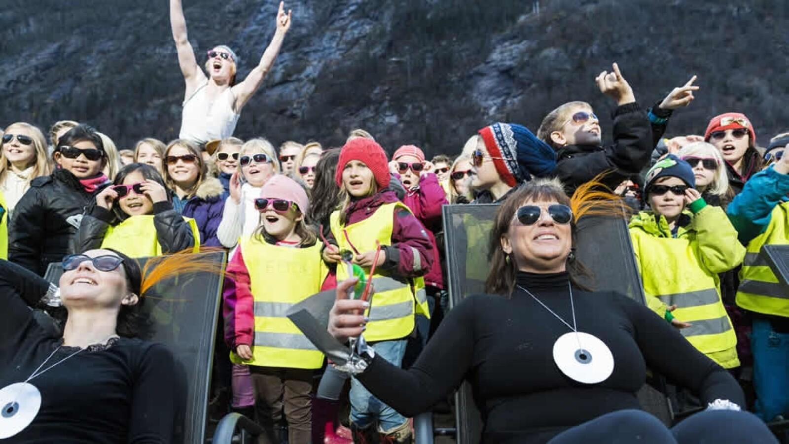 noruegas celebran ver la luz del sol
