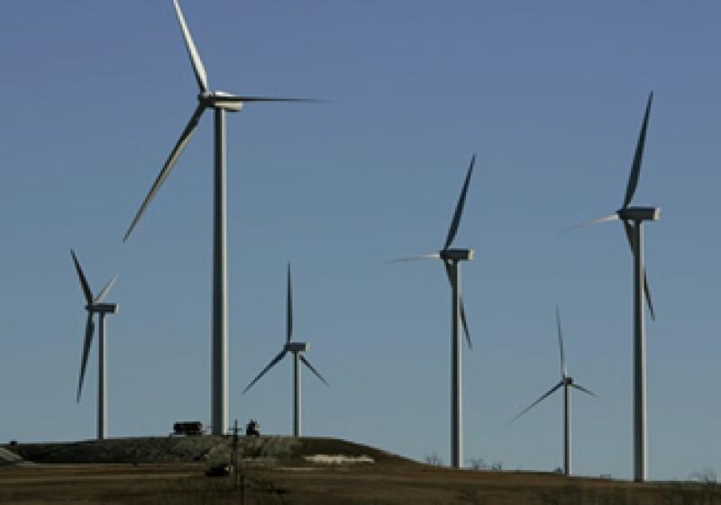 La empresa Wal-Mart de México logrará 20% de ahorro en el costo de electricidad gracias a una planta de energía eólica que abrió para su consumo. (Foto: Archivo AP)