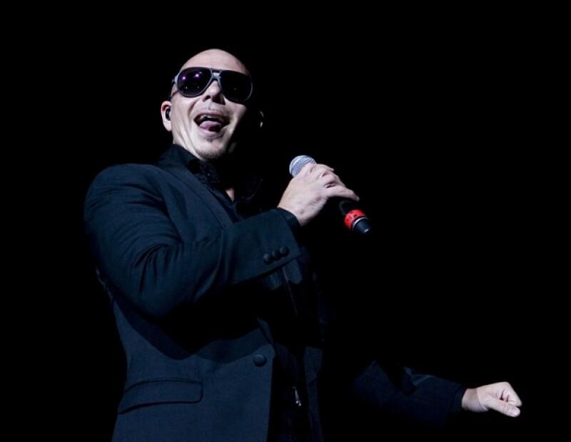 El músico le puso el toque latino a la gran fiesta que ofreció en Ciudad de México y ondeó, en varias ocasiones, la bandera del país.