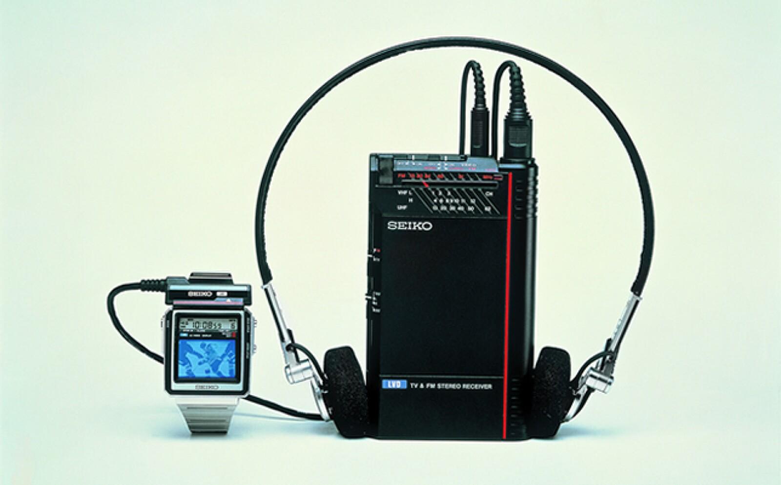 Este reloj tenía un monitor de TV en miniatura. En la película Octopussy (1983) la pantalla era a color, pero en realidad sólo transmitía imágenes en blanco y negro.