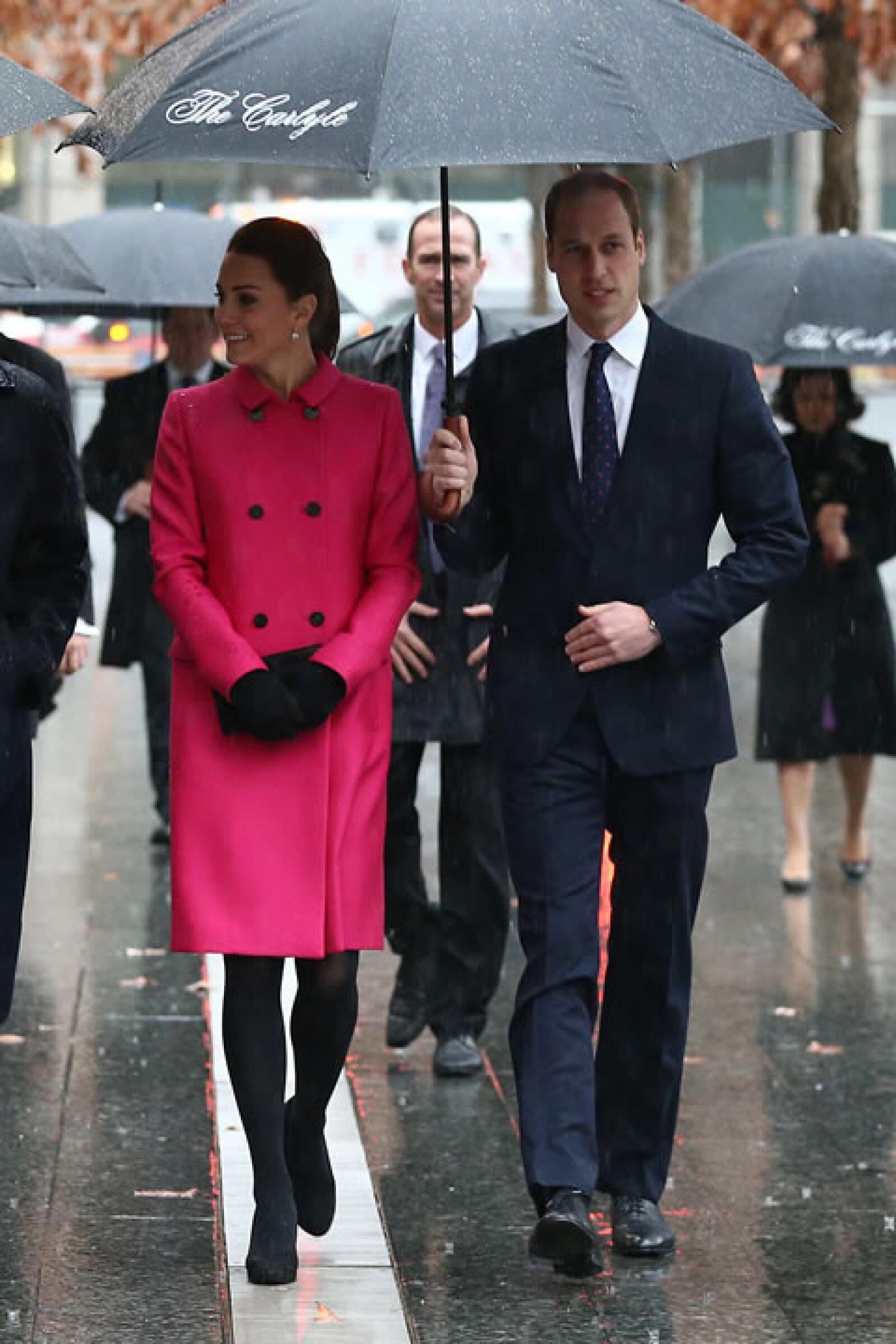 Un rosa mexicano fue la elección e Kate para visitar el memorial del 9/11.
