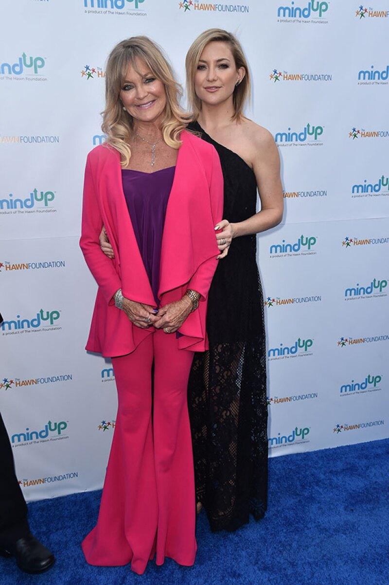 Kate Hudson heredó su belleza de Goldie Hawn, quien se ve muy bien a sus 70 años.