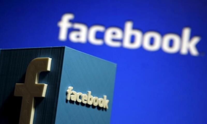Las acciones de Facebook llegaron a caer hasta 5% este jueves en la Bolsa. (Foto: Reuters)