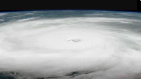 ¿Cómo se le da nombre a los huracanes?