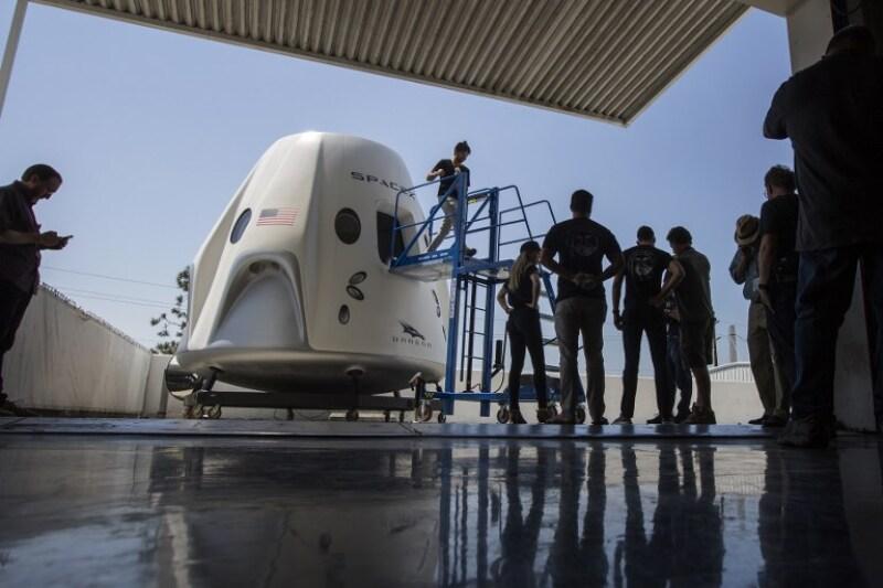 SpaceX NASA vuelo tripulado Elon Musk