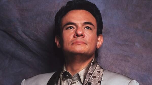 El cantante cumple hoy 63 años siendo un ícono de la música mexicana. Hicimos una recopilación de sus canciones más conocidas y queridas por todos.