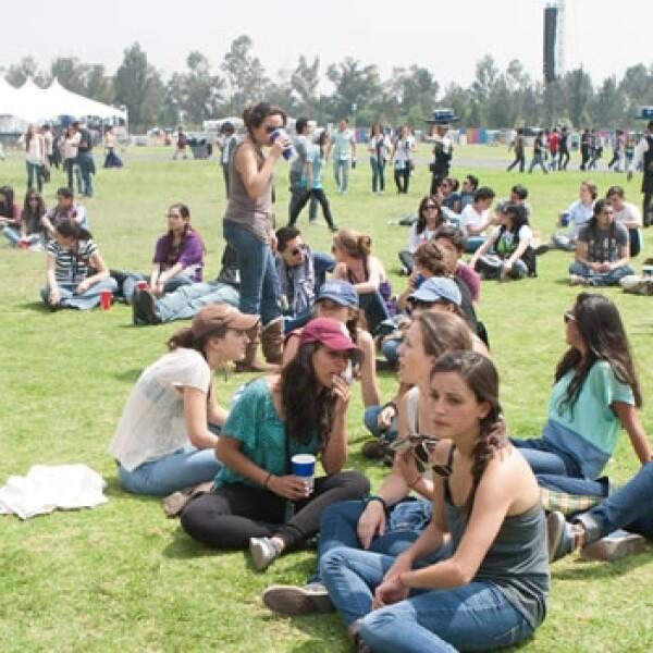 Músicos y aficionados asisten al Corona Capital