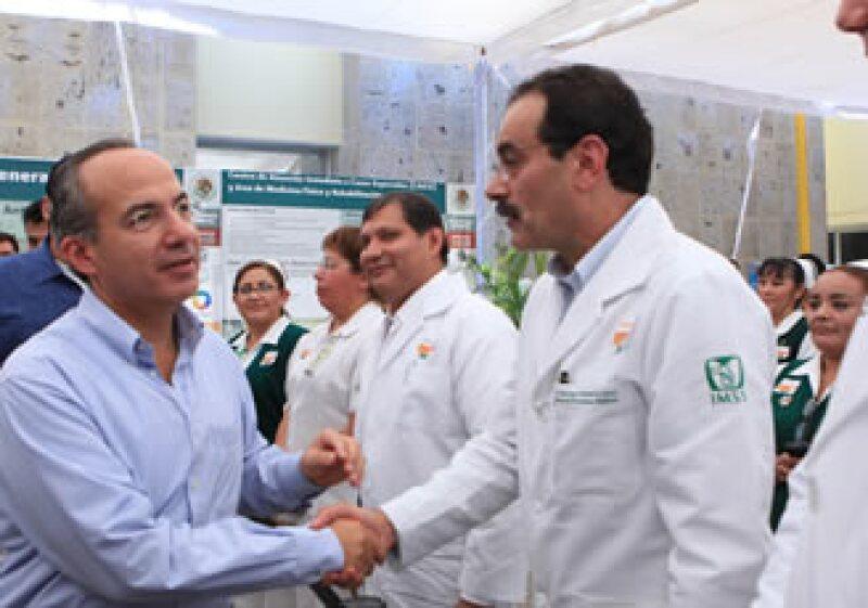 El Presidente de México, Felipe Calderón Hinojosa, anunció la construcción de un Hospital General de Zona para Sonora, que atenderá a personas que sufran accidentes, especialmente quemaduras. (Foto: Cortesía Presidencia de la República)