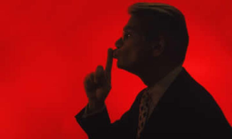 El chisme es una forma de rechazo que emplean por igual hombres y mujeres. (Foto: Thinkstock)