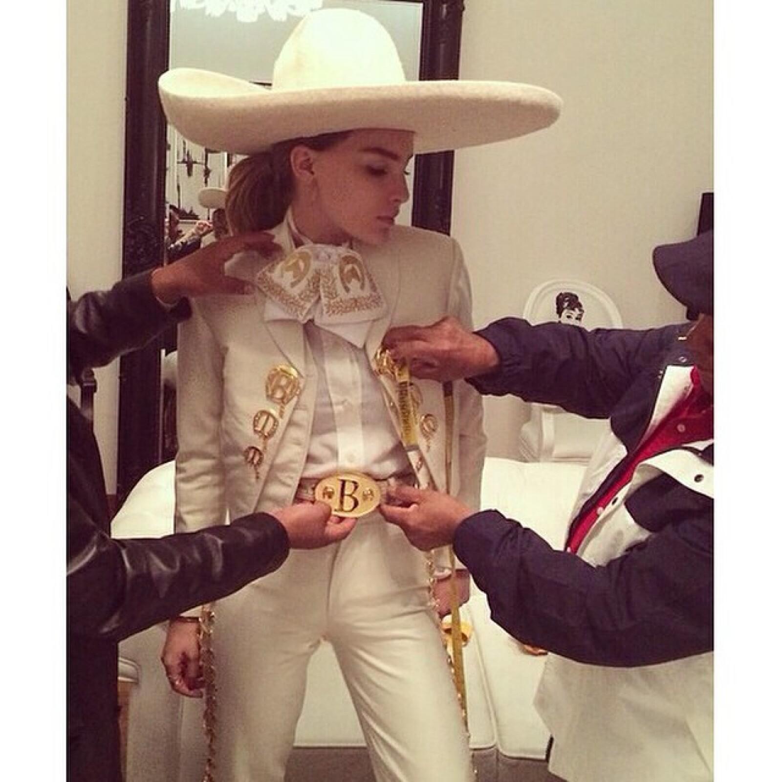 Belinda comentó que fue la primera vez que se ponía un traje de charro, el cual llevó en su actuación desde el Zócalo.
