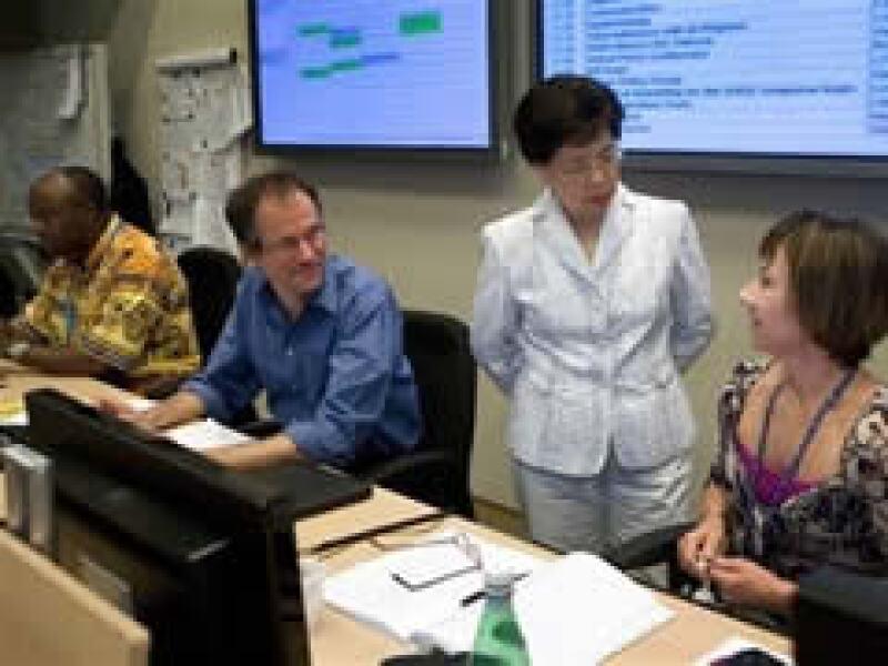 La directora de la organización, Margaret Chan (de pie), dijo que el mundo está preparado para enfrentar una posible pandemia. (Foto: AP)
