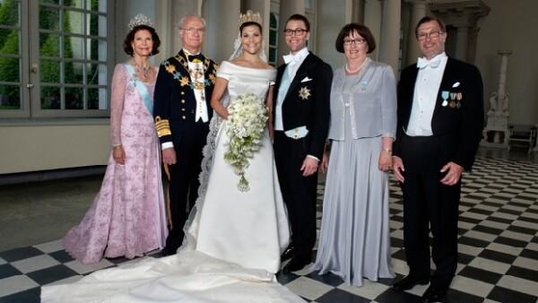 La pareja contrajo matrimonio este sábado en una ceremonia realizada en la Catedral de Estocolmo; después todos los invitados se trasladaron al palacio para disfrutar el banquete y la celebración.