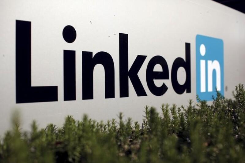 Microsoft anunció que logró un acuerdo para comprar a la red social por 26,200 millones de dólares.