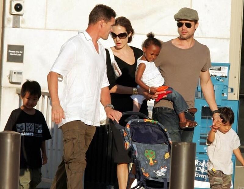 Angelina y Brad Pitt cumplen los deseos de sus pequeños.