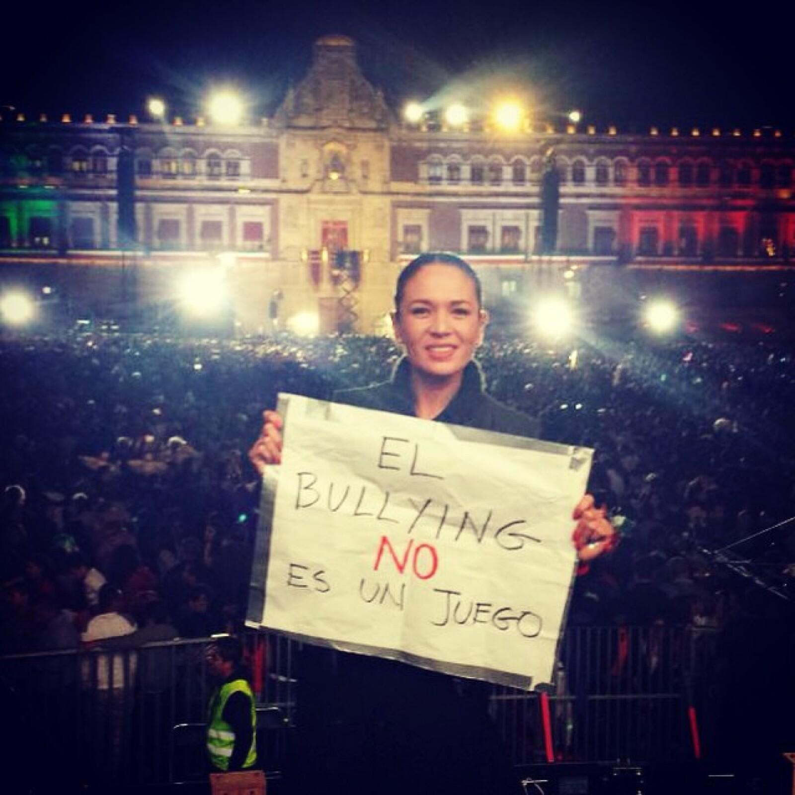 Yolanda Andrade aprovechó su presencia en el Zócalo para hacer eco de la campaña El bullying no es un juego.
