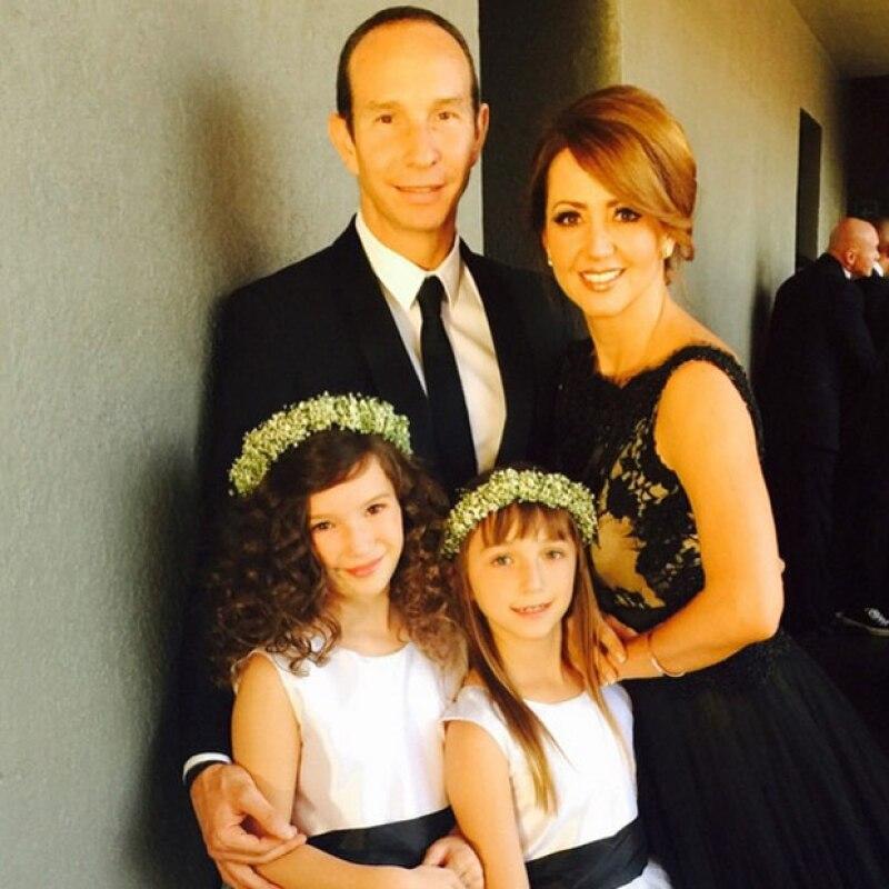 """En sus respectivos perfiles de Instagram, Andrea Legarreta y Erik Rubín presumieron a sus hijas preparándose para el estreno de """"Anita, el musical"""" el próximo viernes."""