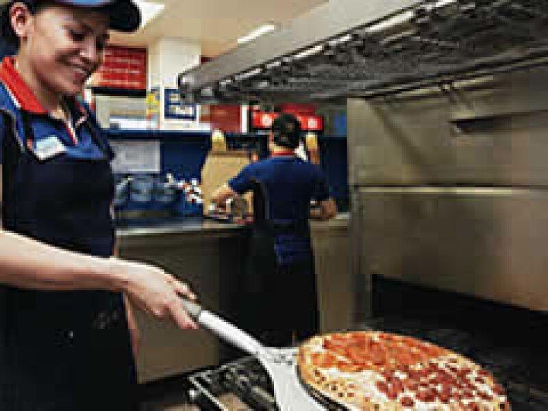 La cadena de pizzerías se enfrenta a la recesión en EU. (Foto: Archivo)