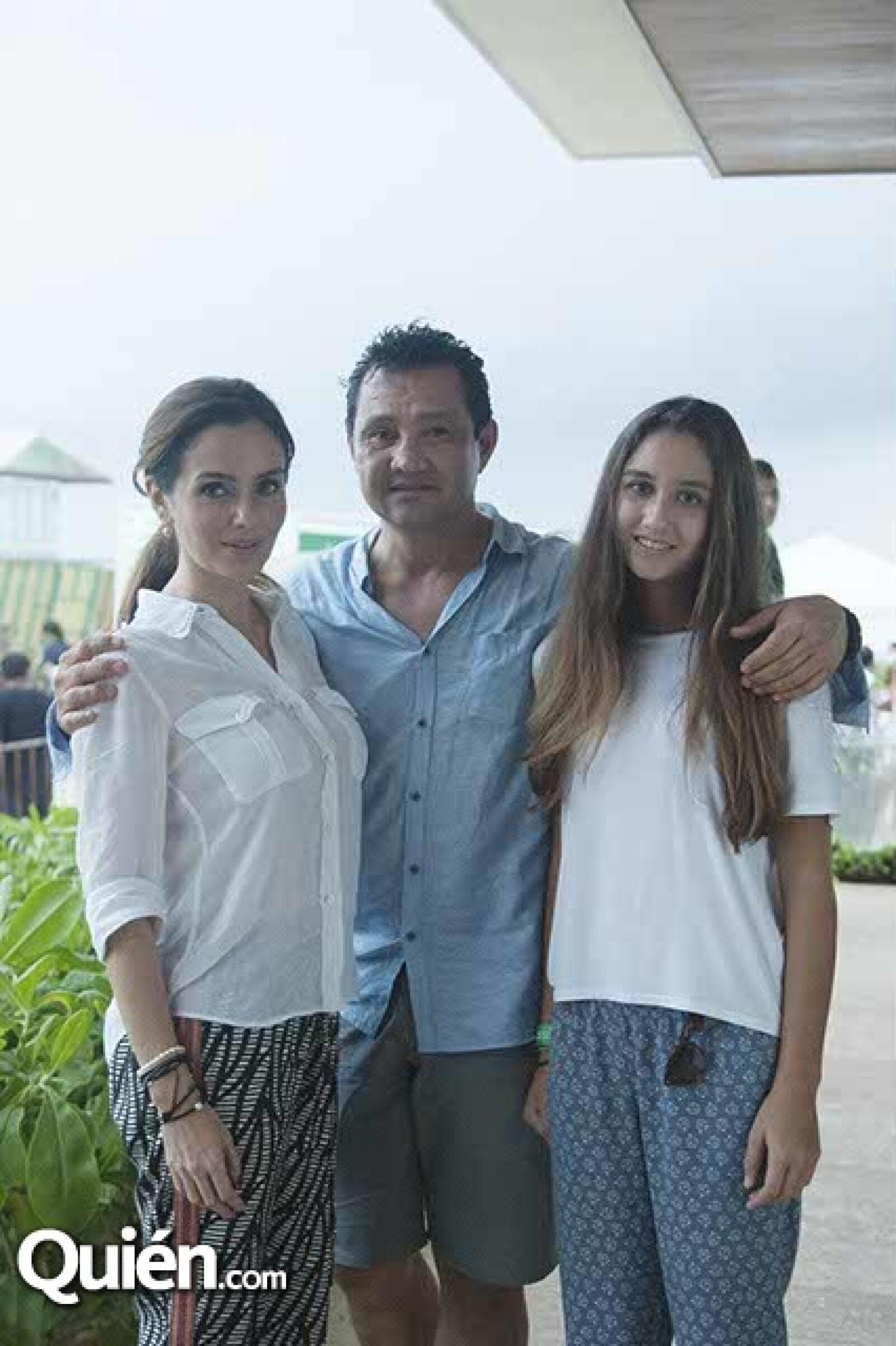 Claudia,Jorge y Alexia Mazurta