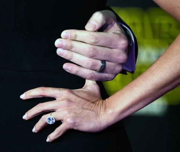 Tanto el anillo de bodas como el de compromiso, fueron también los protagonistas de la noche.