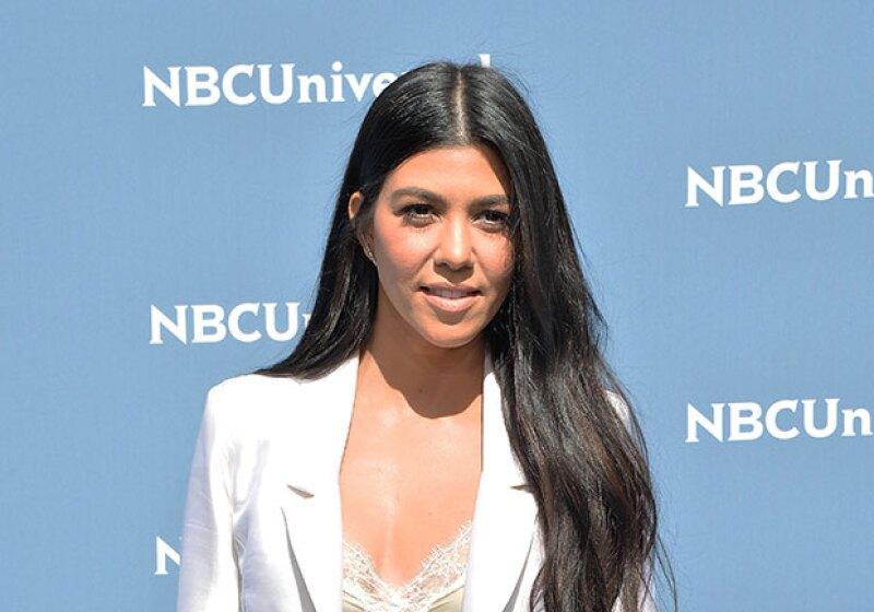 A través de Instagram, la mayor de las Kardashian mostró su derrière en un bikini negro mientras vacaciona en Miami.