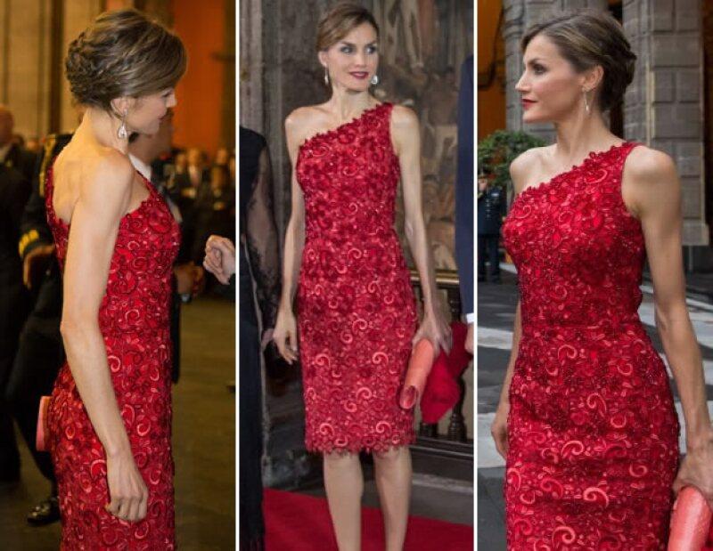 También eligió un vestido de Felipe Varela para la cena en el Palacio Nacional.