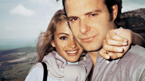 Paulina Rubio y Ricardo Bofill iniciaron su noviazgo a principios de 1995. En diciembre de 1999 celebraron una ceremonia nupcial representativa en Mali, África. Luego de nueve años de noviazgo, la relación terminó a principios del 2004. Actualmente la can
