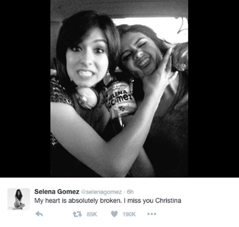 Sel y Christina se conocieron gracias a que el padrastro de la cantante la descubrió en Youtube.