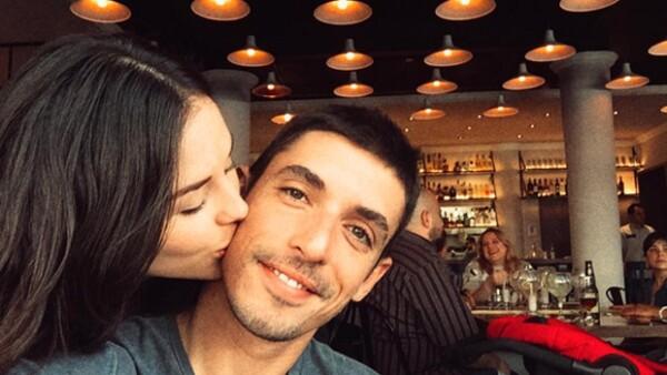 La actriz de 27 años compartió con sus seguidores de Instagram que espera su primer bebé junto a Alberto Guerra, con quien se casó hace casi dos años.