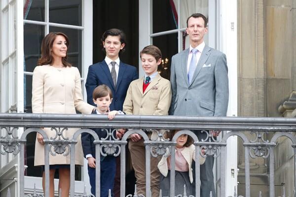 Marie y Joaquin de Dinamarca junto a sus hijos