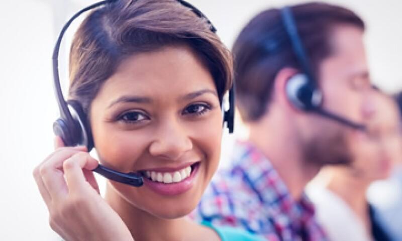 Los jóvenes sin carrera universitaria son contratados por call centers, servicios financieros, tiendas departamentales o de conveniencia, servicios alimentarios y hotelería. (Foto: Shutterstock )