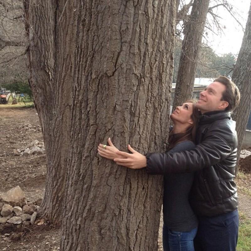 La ex integrante de RBD compartió ayer una fotografía junto a su novio, gobernador de Chiapas, en San Cristóbal de las Casas.