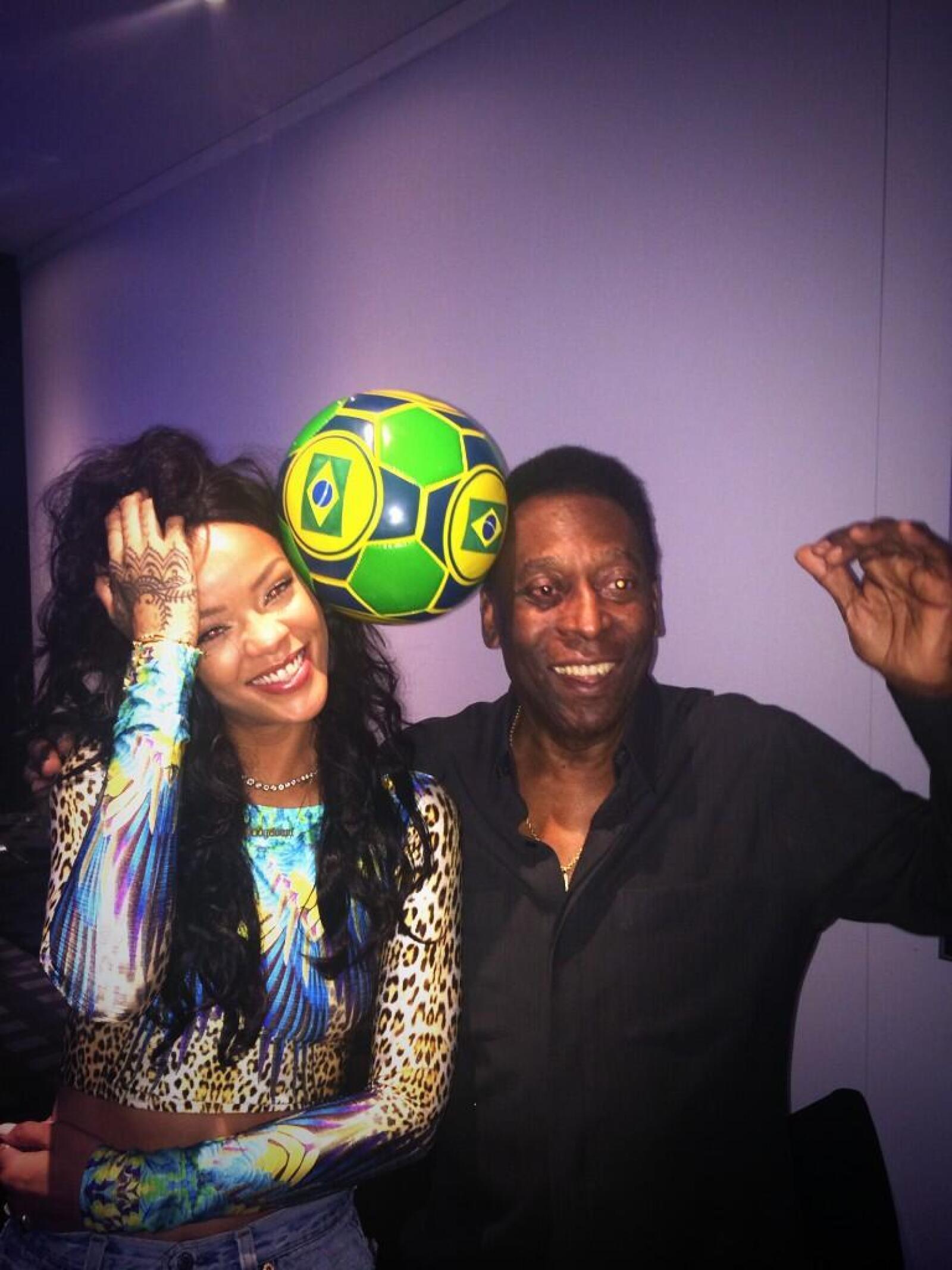 El ex futbolista se mostró emocionado de conocer a la cantante internacional.