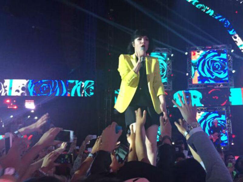 Carly Rae Jepsen llenó de pop bailable el recinto.