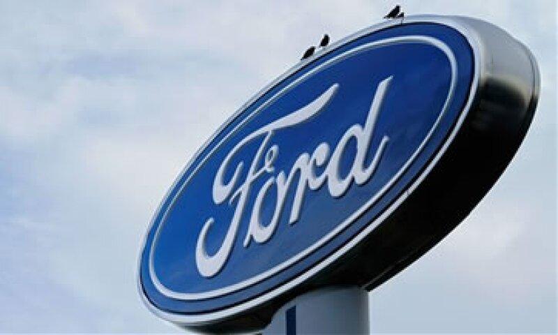 Ford señaló que con los precios del combustible aumentando, los clientes siguen buscando autos de menor tamaño. (Foto: AP)