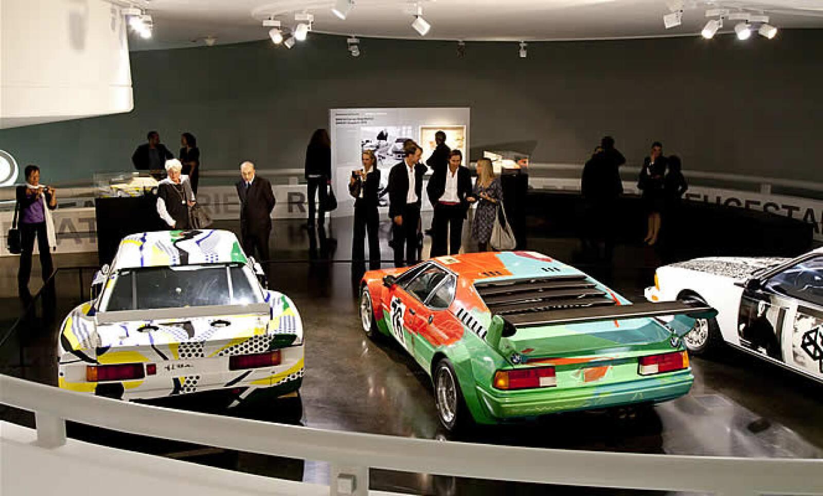 17 artistas de 9 países han contribuido a la colección.