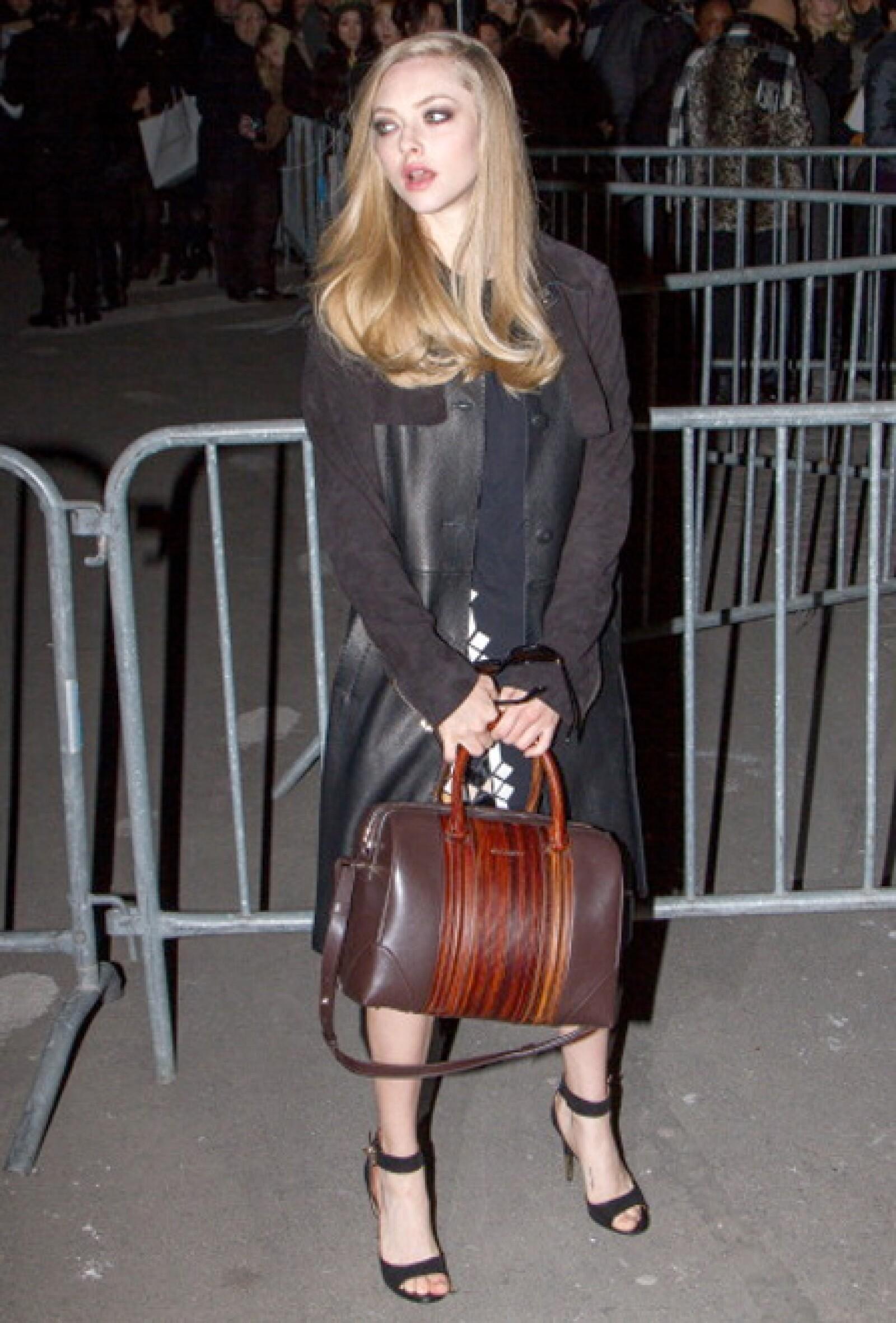 Amanda Seyfried disfruta de su contrato con Givenchy.