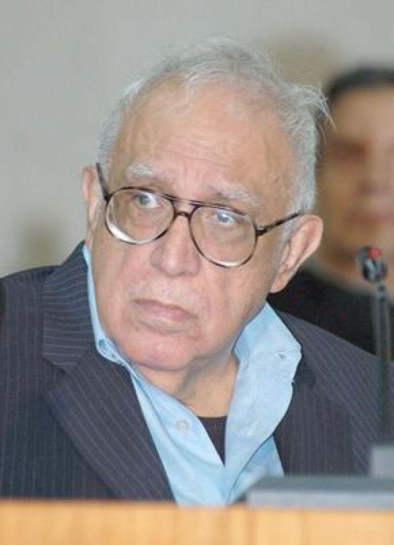 El escritor mexicano obtuvo el título de Doctor Honoris Causa por parte de la UANL.