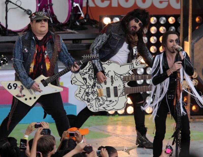La cantante mexicana y la serie de televisión fueron los más galardonados en la premiación del canal juvenil Nickelodeon.