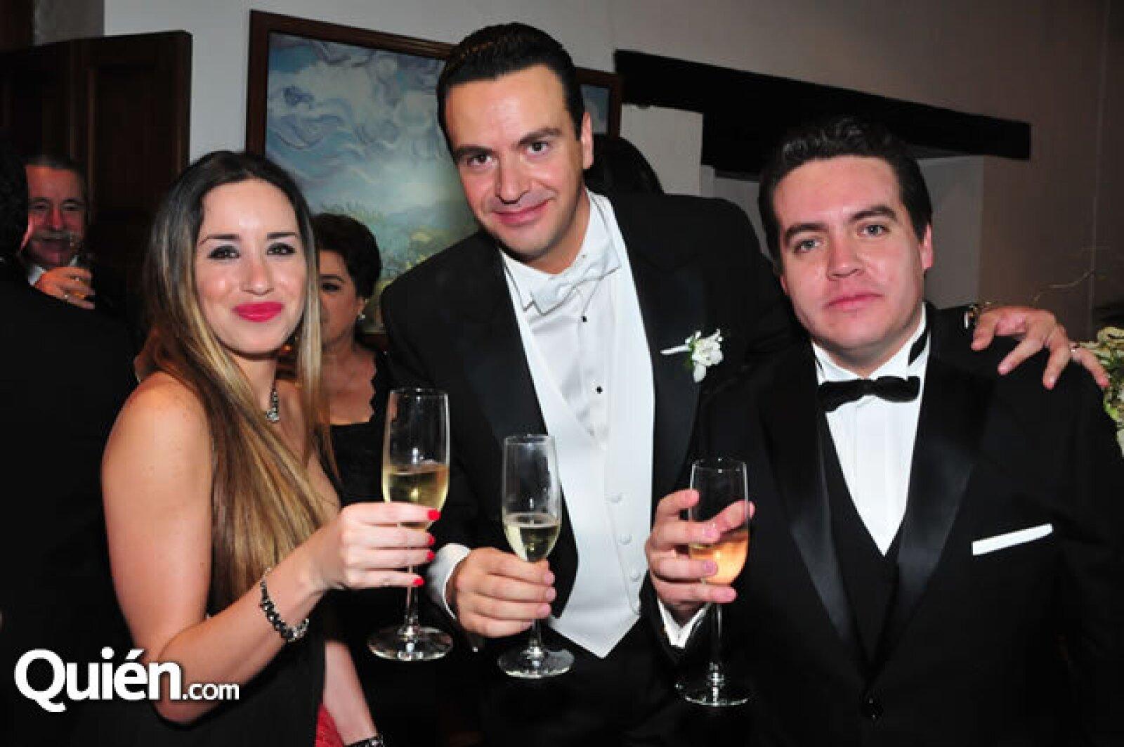 Tania Díaz,Mauricio Vega,Charlie del Valle