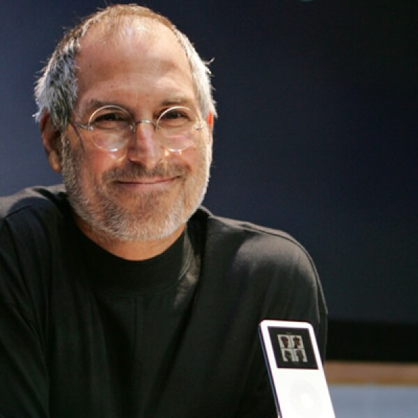 Jobs reinventó el mundo de la tecnología más de una vez. Primero con la Apple II, una computadora personal en la década de 1970, y en la década siguiente con la Macintosh. Ya en este siglo, el iPod en el 2001, el iPhone en el 2007 y el iPad en el 2010.