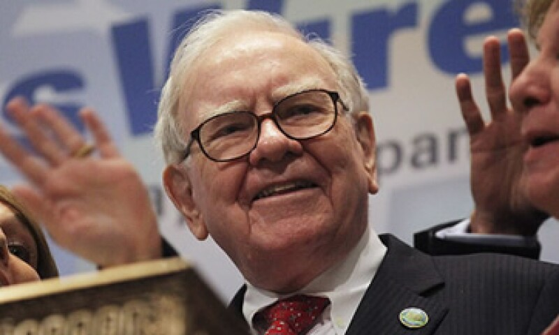 Warren Buffett, líder de Berkshire Hathaway, ha invertido en Bank of America, Wells Fargo, IBM, Intel y DirectTV.  (Foto: De CNNMoney)