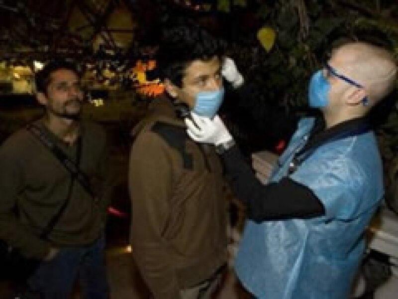 Miles de mexicanos acudieron a los consultorios móviles para revisarse.  (Foto: Reuters )