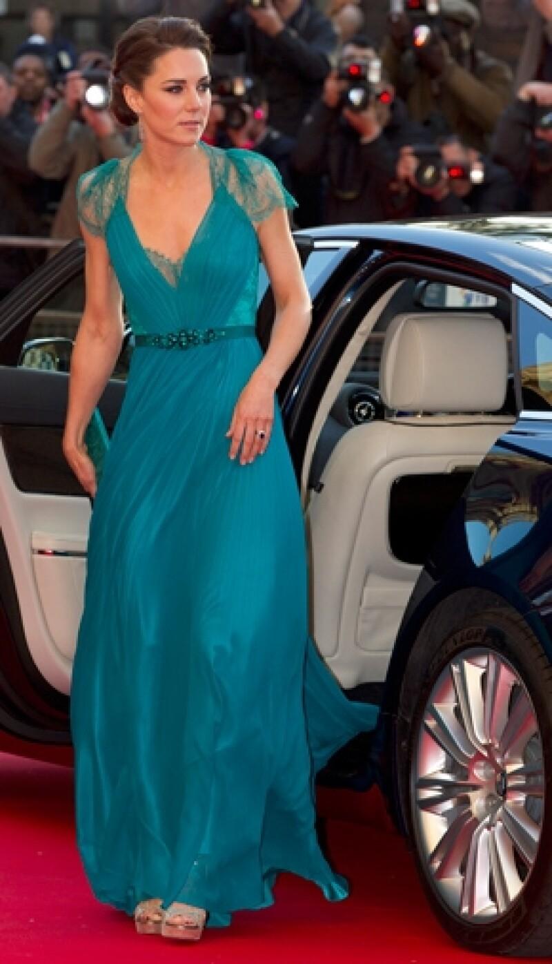 """El vestido de Kate convenció una vez más a los críticos de moda, quienes concordaron en que la Duquesa lucía """"espectacular""""."""