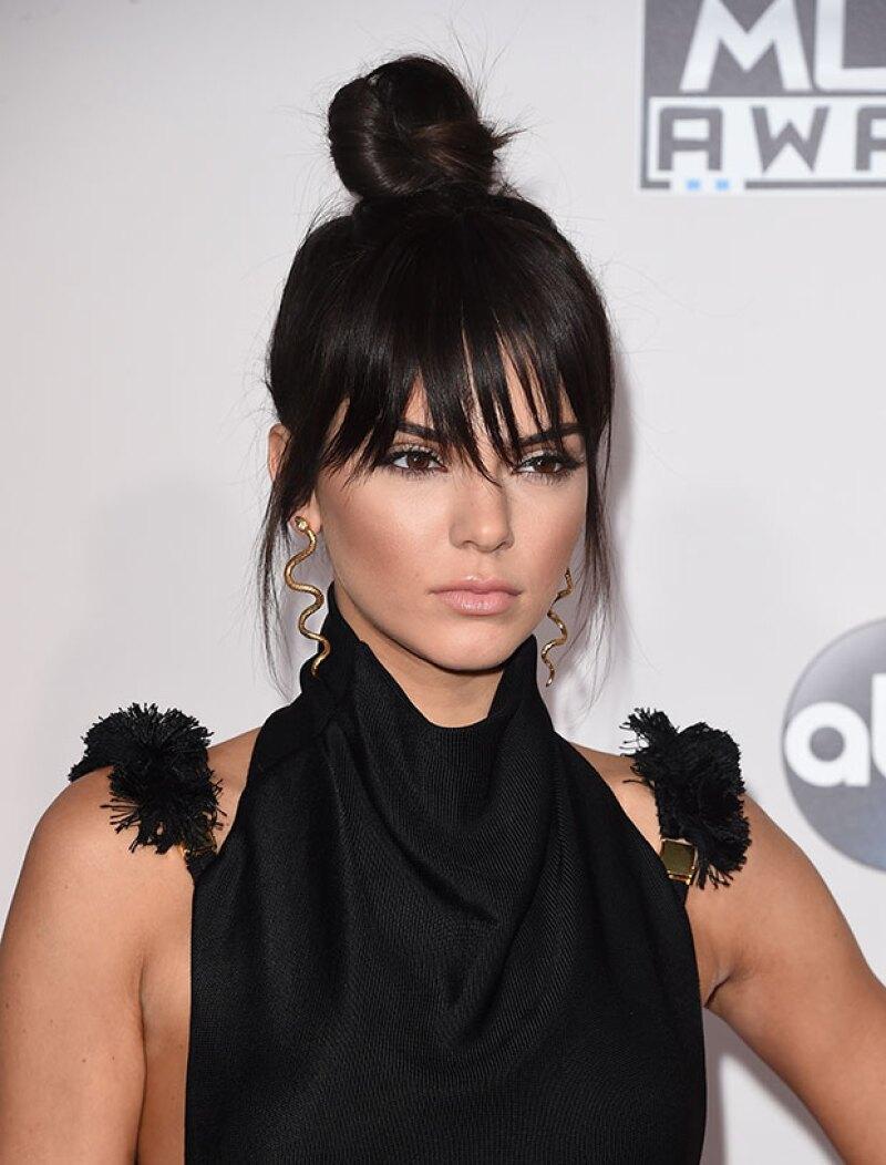 Aunque la modelo se encuentra en la cumbre de su carrera, fuentes aseguran que aún no es bien recibida por sus compañeras debido a su mala actitud.