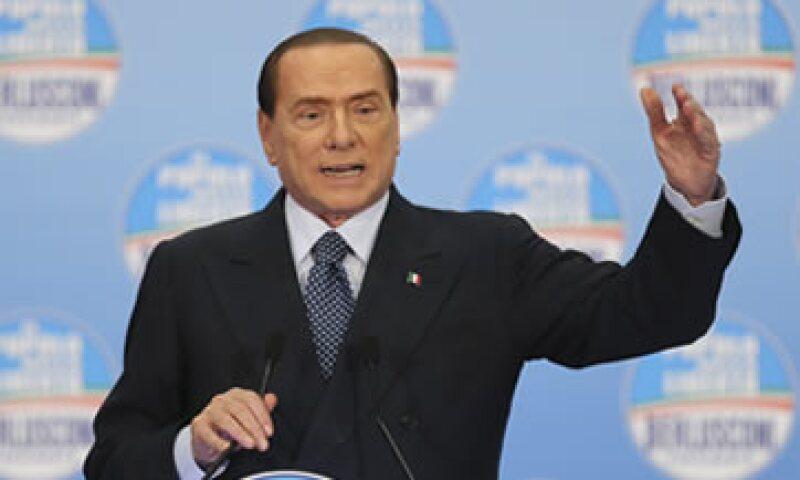 Berlusconi dijo que sólo la centroderecha podría sacar a Italia de la oscura niebla de la recesión. (Foto: AP)