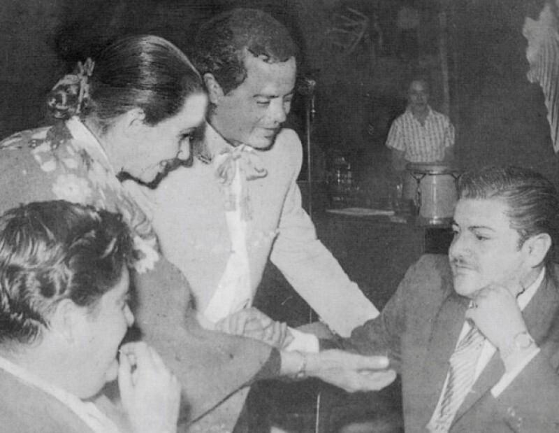En el cabaret el Safari con Tómas Méndez y José Alfredo Jiménez.
