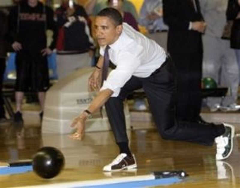 Obama es zurdo y le gusta practicar boliche